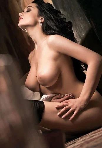 krasivie-golie-devushki-s-erotikoy